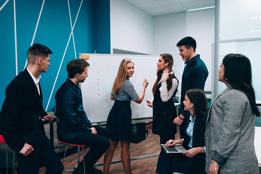 Куда поступить учиться на менеджера и сколько займет подготовка?